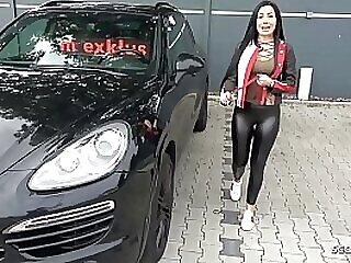 Teen Deutsch Nutte mit grossen Titten trifft sich mit Freier zum ficken im FKK Club - German Teen
