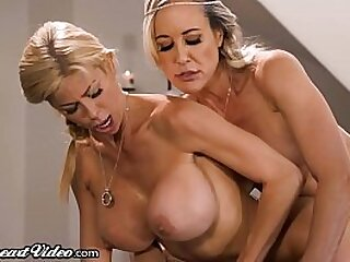 Hottest MILFs Alive Lesbian Threesome!