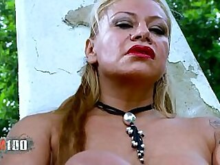 La madura caliente y muy perra ,Alexa Blun ,striptease
